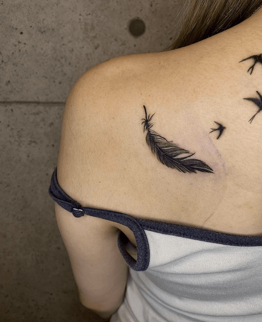 Small back feather tattoo by @marcelo_seek