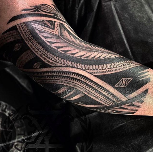 amazing maori dark arm band men tattoo