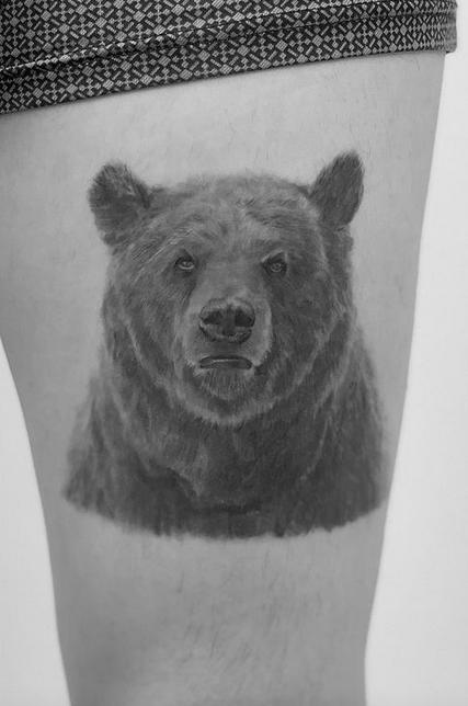 Handdrawn grizzly bear by @monoch_tattoo