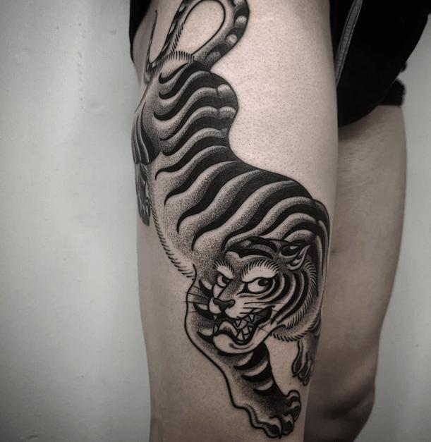 Big Japanese tiger thigh tattoo by @el_shakah