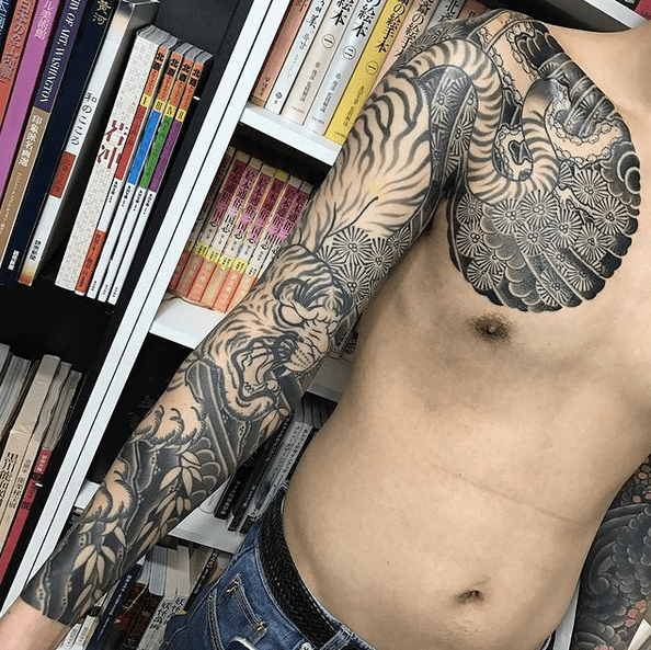 Black and white Irezumi tiger tattoo sleeve by @horitatsu_kyungjin