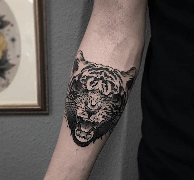 Roaring tiger head tattoo by @benjykingtattoo