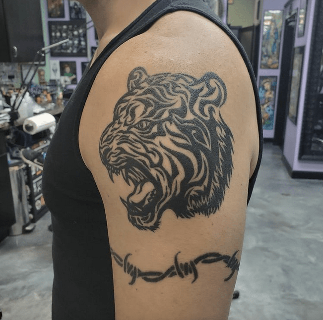 Roaring tribal tiger by @katiecaintattoos