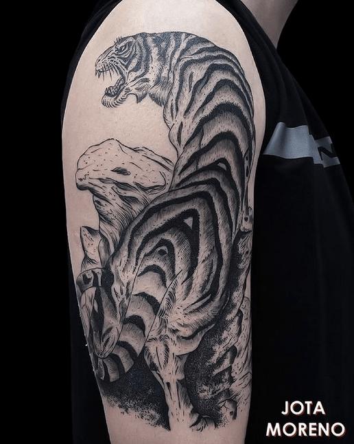 Tiger climbing on a stone Japanese style by @jotamoreno_tatuajes