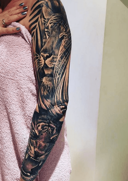 Womans tiger jungle tattoo sleeve by @amanda.winnies