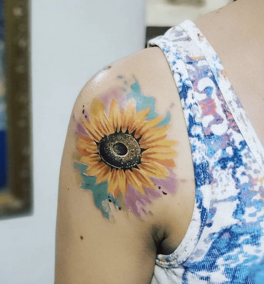 Back shoulder colorful watercolor tattoo by @rodny_tattoo