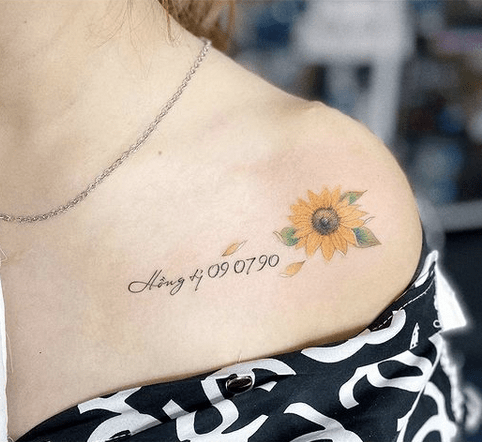 Collarbone small sunflower by @giangtattooist_104