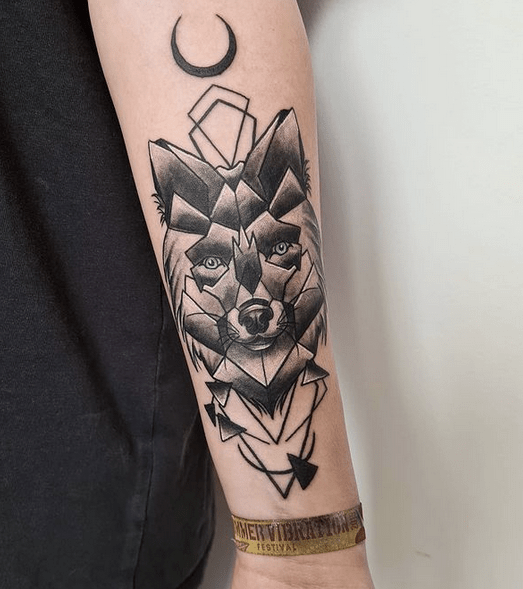 Dark geometric wolf and moon tattoo by @melsiempre_