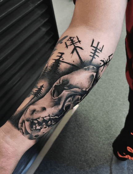 Realistic vegivisr wolf skull tattoo by @studiorosetattoo