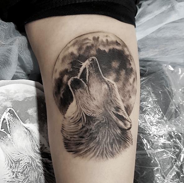 Wolf moon tattoo by @nlucastattoo