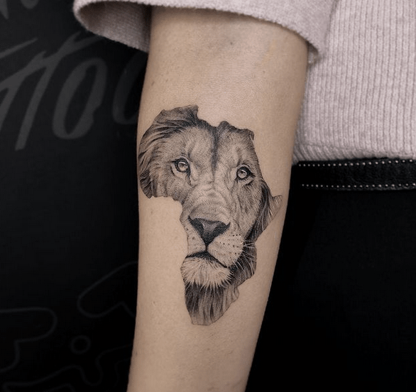 African lion tattoo by @pachamamatattoo_elvis2