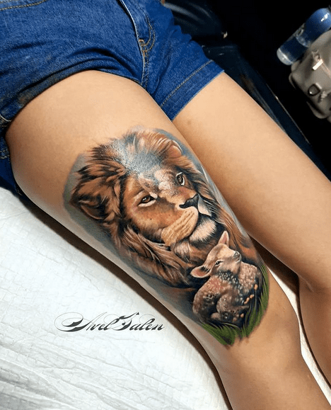 Colored lion and lamb tattoo by @avelsalentattoo