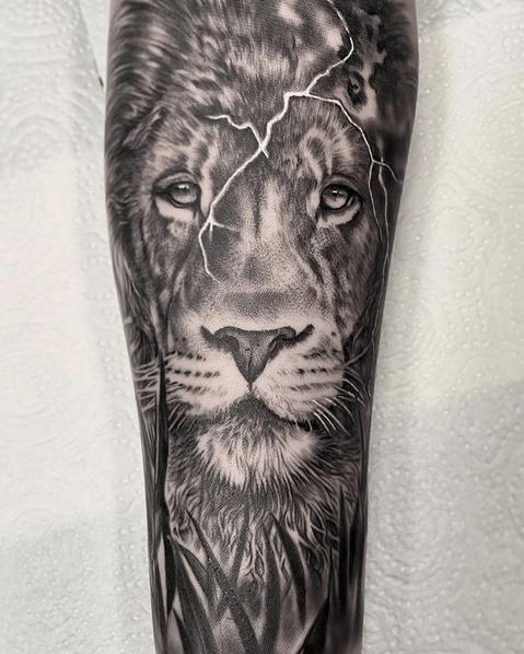 Cracked lion head tattoo by @zuzana_tattoos