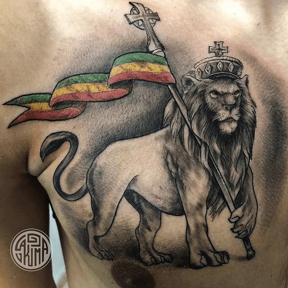 Crown rastafari lion tattoo with the flag by @lakimatattoo