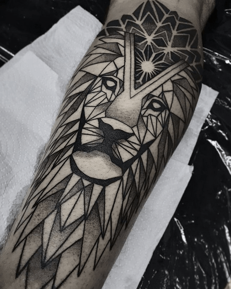 Dark geometric lion tattoo by @lucas_raul_ttt
