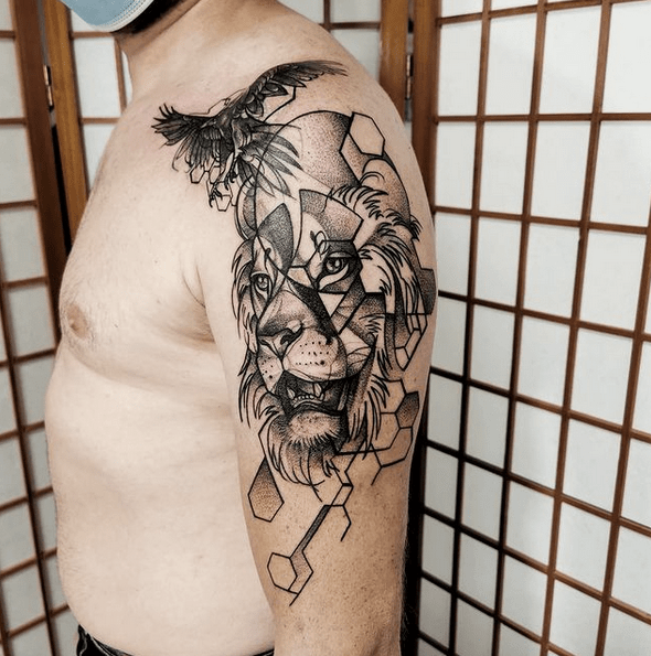 Geometric raven lion tattoo by @loreen_tattoo