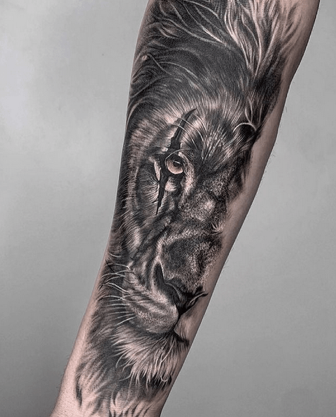 Lion head scar tattoo by @renotattoostudio