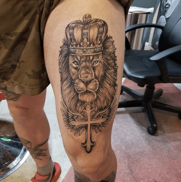 Lion of Judah thigh tattoo by @porkchopstattoo_florence