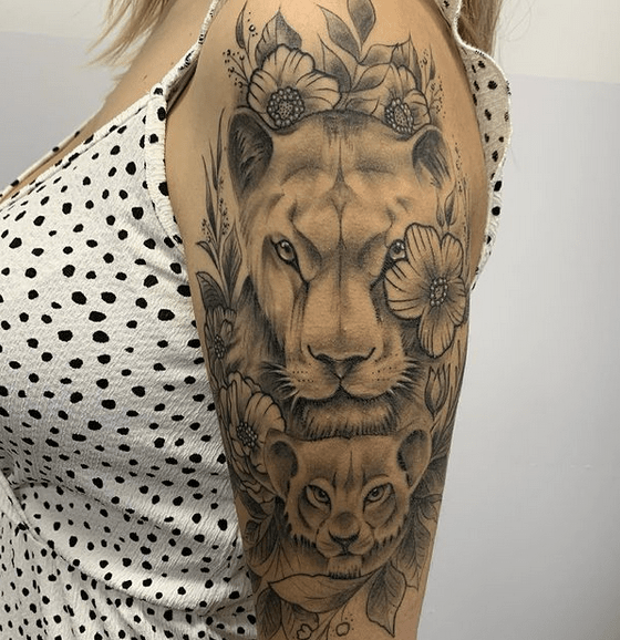 Lioness and the cub tattoo by @amadeoilustra