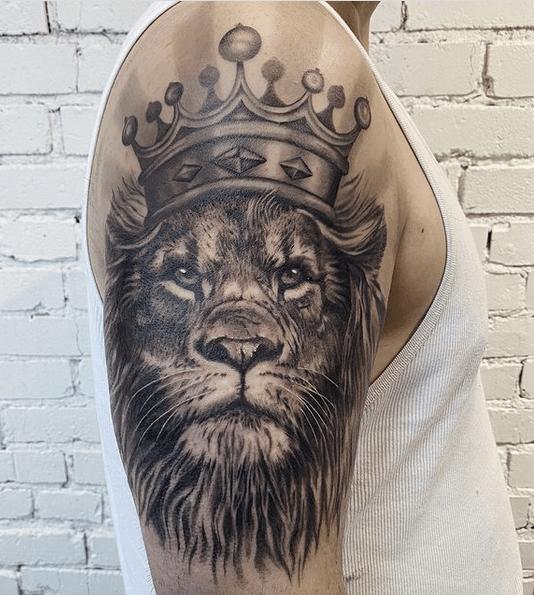 Majestic Lion of Judah tattoo by @miranda_boire