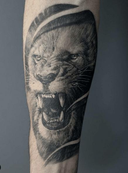 Medium roaring lion tattoo by @nevenvtattoo