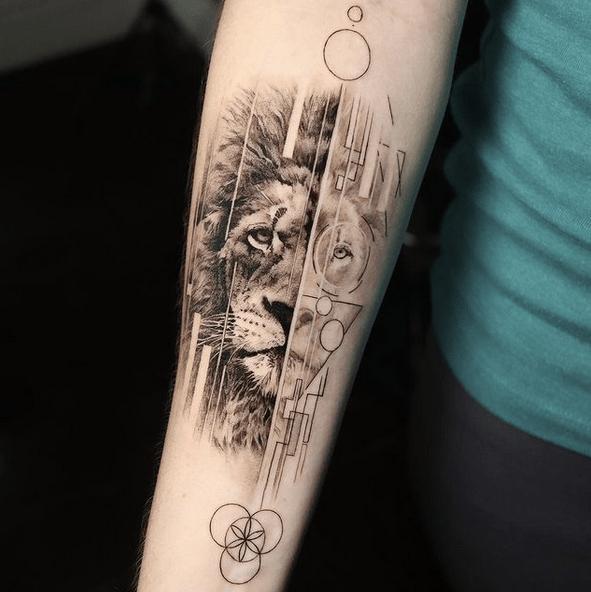 Realistic geometric lion tattoo by @reyr1tattoo