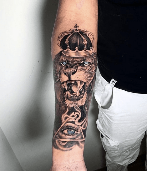 Roaring lion of Judah tattoo on the forearm by @frederickstattoo