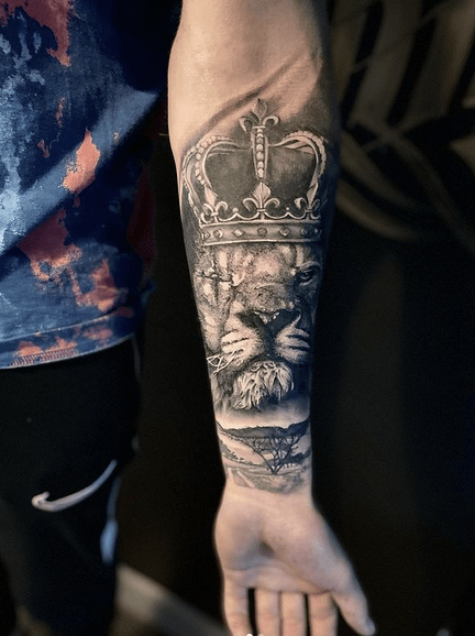 Scarred lion of Judah tattoo by @stevestattooing