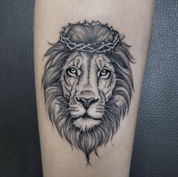 Small Judah's lion tattoo by @rosajaratattoo