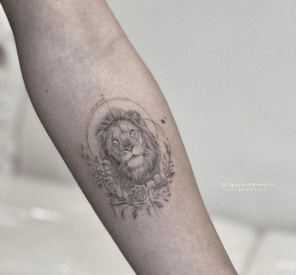 Small lion with flowers tattoo by @zsuconic