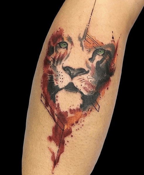 Small red watercolor lion head tattoo by @pablo_moreno_tattooss