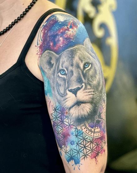 Watercolor female lion tattoo by @tattoov.ch