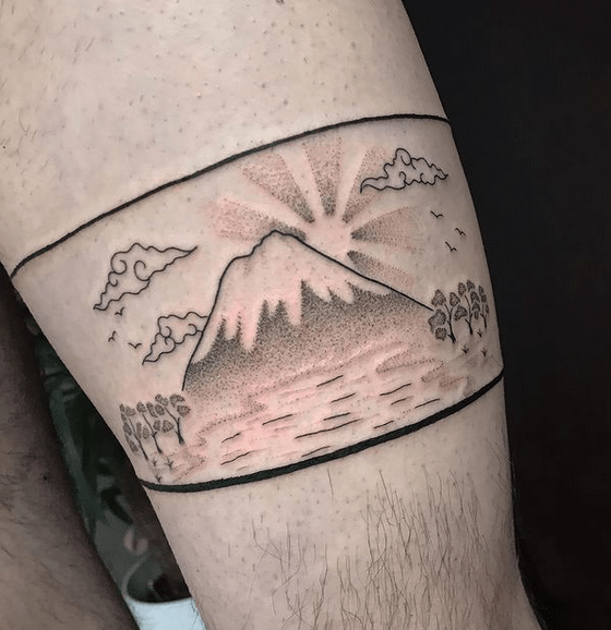 Hokusai inspired freehand thigh Japanese sun tattoo by @fallcassiefly