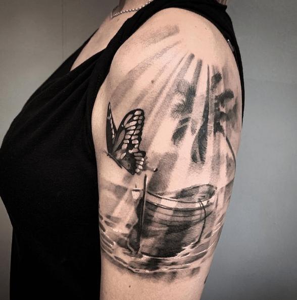 Full shoulder sun rays tattoo by @lolo_ronda_tattoo