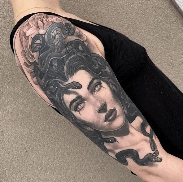 Black and grey medusa tattoo by @tattoosandtealeaves