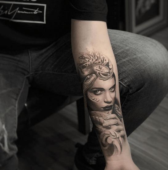 Medusa Tattoo by @shu_tattooart
