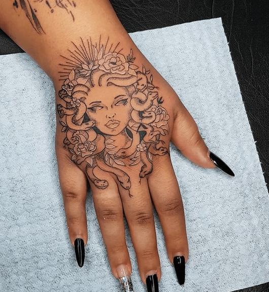 Minimalist medusa hand tattoo by @maosandotattoo