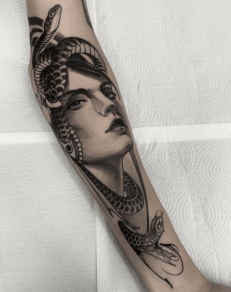 Realistic medusa tattoo by @zita.ttoo